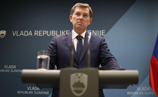 Predsednik vlade Miro Cerar je pozno zvečer 14. marca najavil svoj odstop. Sledile so predčasne volitve, ki so močno premešale karte v državnem zboru. FOTO: Leon Vidic/Delo