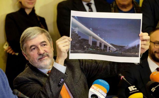 Župan Marco Bucci je sporočil, da bo gradnja trajala približno eno leto. FOTO: Andrea Leone/AFP
