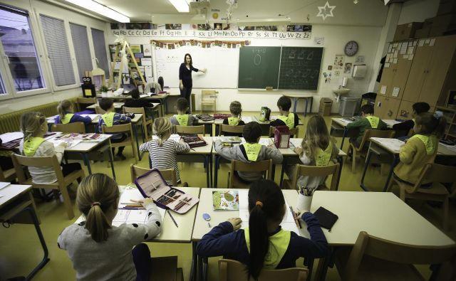 Na številnih šolah so odlični učitelji, ki so kompetentni za opravljanje različnih nalog in jih z veseljem opravljajo. FOTO: Delo