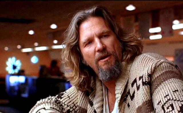 Njegova najbolj znana vloga je zgubarski delomrznež Jeffrey »the Dude (kar bi lahko prevedli kot Stari ali Model)« Lebowski v kultni komediji Veliki Lebowski leta 1998. Foto Universal Pictures