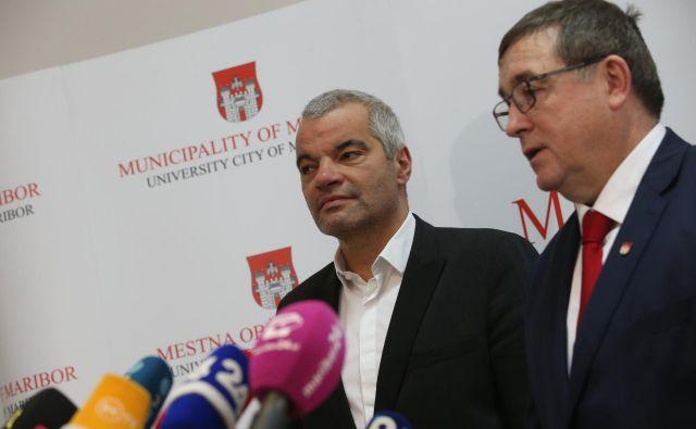 Andrej Fištravec po šestih letih odhaja, Saša Arsenovič bo v petek tudi uradno prevzel posle novega mariborskega župana Foto Tadej Regent/Delo