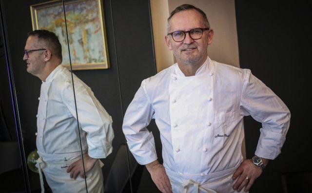 »Pri kuhanju sem prišel do spoznanja: bolj ko je enostavno, boljše je,« pravi Janez Bratovž. Foto Jože Suhadolnik