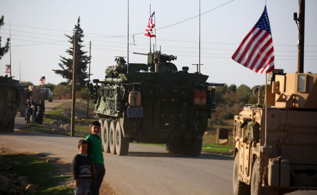 Po poročanju televizije CNN se Združene države Amerike pripravljajo na hiter in popoln umik iz Sirije. FOTO: Delil Souleiman/Afp