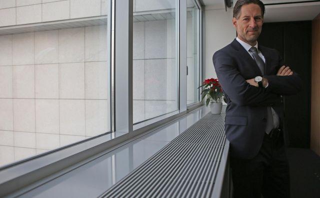 John Denhof:Nemčija se ohlaja, vendar nam podjetja, mnogo od njih je dobaviteljev avtomobilski industriji, poročajo, da imajo kapacitete z naročili polno zasedene za vsaj dvanajst mesecev. Foto Tadej Regent