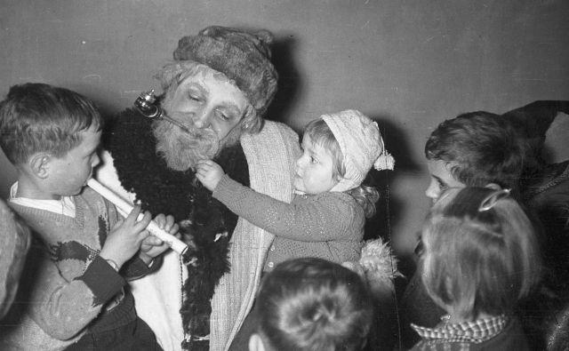 Dedek Mraz v Ljubljani leta 1952. Foto Vlastja Simončič, Fototeka Muzeja novejše zgodovine