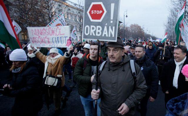 Povod za zadnji val protestov je bilo sprejetje nove delovne zakonodaje, nezadovoljstvo demonstrantov pa je veliko globlje. Foto: Peter Kohalmi/Afp