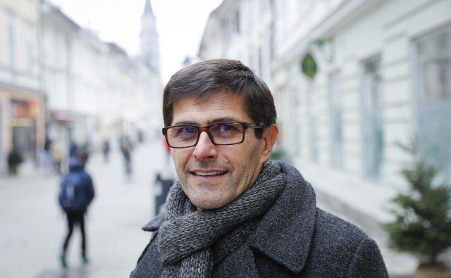 Matjaž Rakovec je prepričan, da je Gorenjska lahko uspešna regija le s sodelovanjem, tudi čezmejnim. Za zdaj ostaja tudi na čelu Hokejske zveze Slovenije. FOTO: Jože Suhadolnik