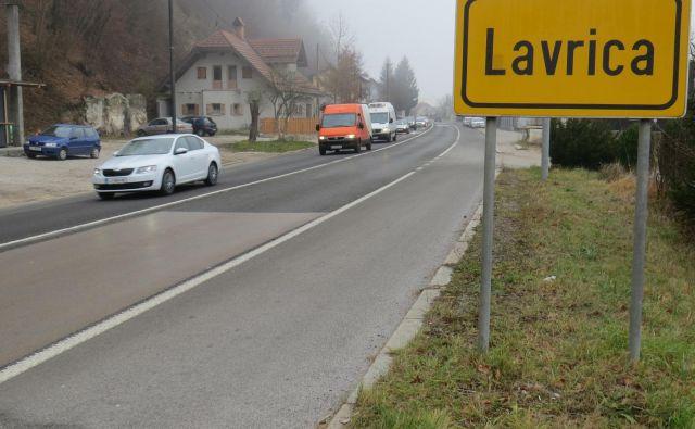 Škofljiška občina se duši v prometu, a nič ne kaže, da bo zožena štiripasovnica kmalu v gradnji. FOTO: Bojan Rajšek/Delo