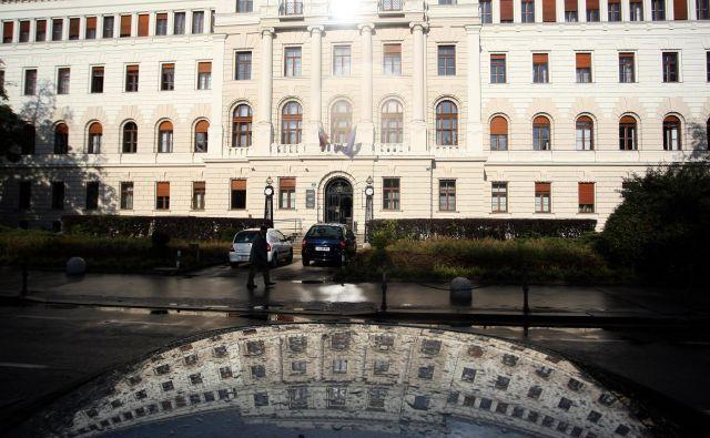 Ljubljansko okrožno sodišče je trojico spoznalo za krivo zlorabe položaja oziroma pomoči pri tem dejanju. FOTO: Roman Šipić/Delo