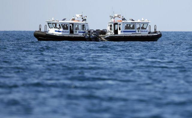 V zadnjem letu dni je bila velika večina incidentov med državama, povezanih z uveljavljanem arbitražne razsodbe, skoncentriranih na morju. FOTO: Matej Družnik/Delo