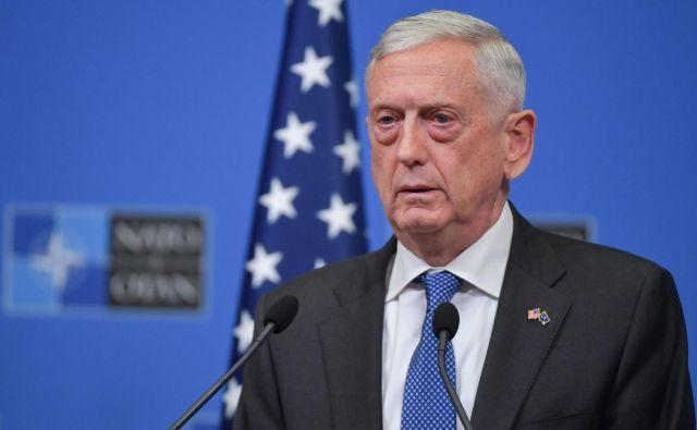 Odstop obrambnega ministra Jamesa Mattisa je zadnji v nizu odhodov iz čedalje bolj razrahljane ameriške vlade, povzročil pa je skrbi, kdo še bedi ob vse bolj neuravnovešenem predsedniku ZDA.