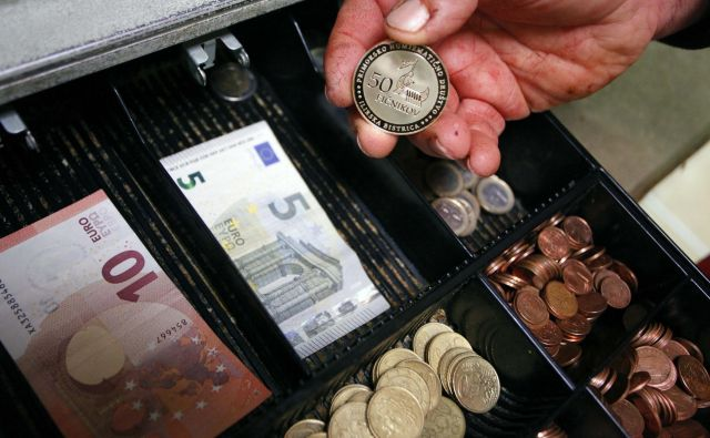 Stroški na urpo dela so se v EU povišali. FOTO: Mavric Pivk/Delo
