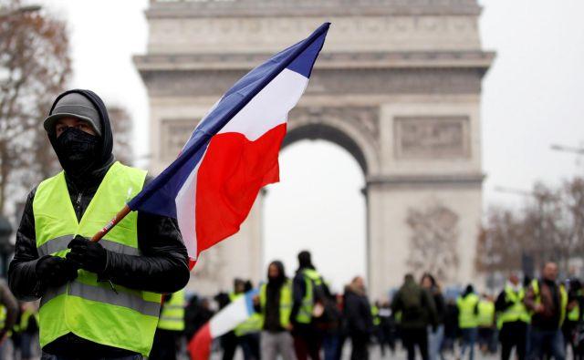Zmanjšanje davkov za državljane z nižjimi prihodki je Macron obljubil že na televizijskem nagovoru na začetku meseca. FOTO: Reuters