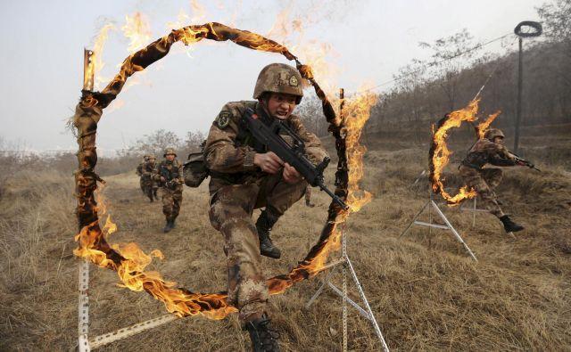 Partijsko vodstvo je sredi osemdesetih let spoznalo, da mora izboljšati klavrno podobo vojske. FOTO: Reuters
