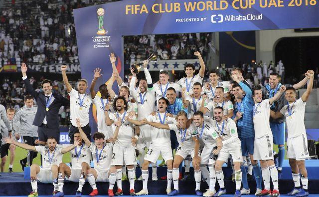 Pokal bo pričakovano romal v madridsko vitrino. FOTO: Kamran Jebreili/AP