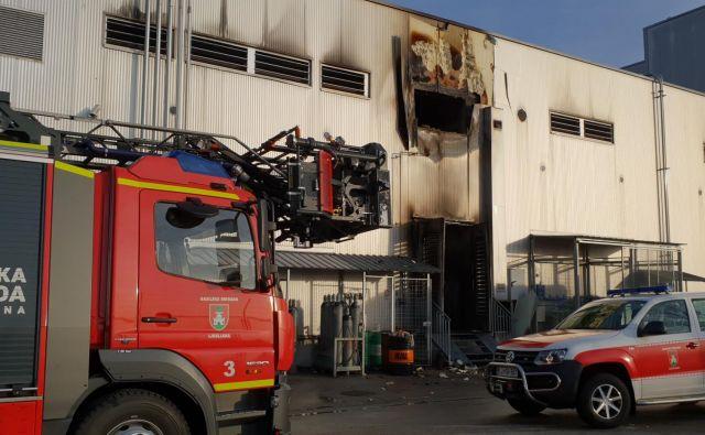 Požar v Sparovem distribucijskem centru na Letališki. FOTO: Gasilska Brigada Ljubljana