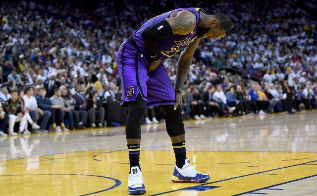 James se je poškodoval sredi tretje četrtine. FOTO: AFP