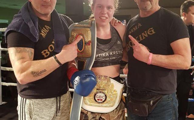 Menedžer Mirko Skoko (desno) in trener Rudolf Pavlin (levo) odlično vodita boksarko Emo Kozin na športni poti. FOTO: Valores Probox