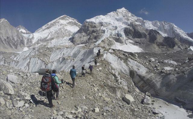 Everest je z 8848 metri najvišja gora sveta. FOTO: Tashi Sherpa/Ap