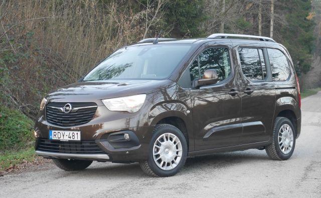 Opel combo je nemški del trojčka velikoprostorcev koncerna PSA, ki se od drugih dveh (citroën berlingo, peugeot rifter) razlikuje le v sprednjem delu. FOTO: Boštjan Okorn