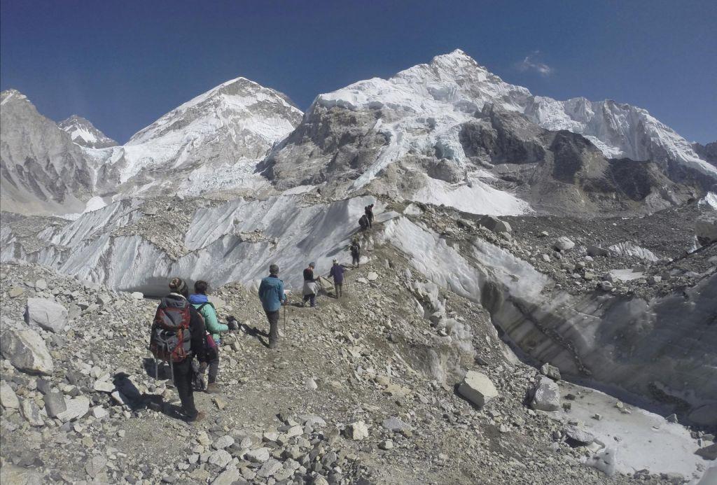 Vdovi bosta v navdih ženskam po svetu splezali na Everest