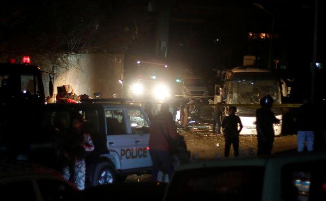 Policisti na kraju eksplozije FOTO: Reuters
