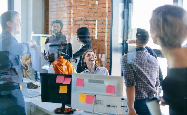 Na delovnem mestu je najboljša kombinacija zelo optimističnega vodje in malo manj optimističnih zaposlenih. FOTO: Shutterstock