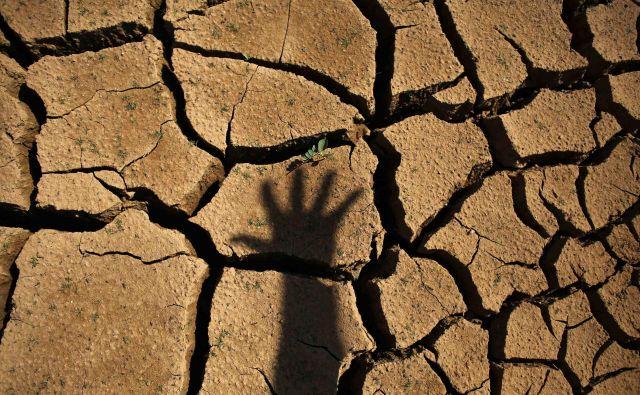 Dolgotrajne suše so marsikje že pognale ljudi v beg. FOTO: Reuters