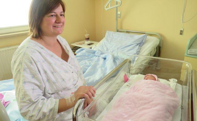Mala Jana z mamico Sonjo. FOTO: Špela Kuralt