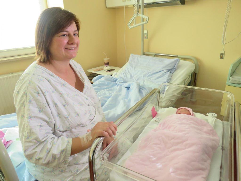 Prva deklica v Celju, zelo živahno v mariborski porodnišnici