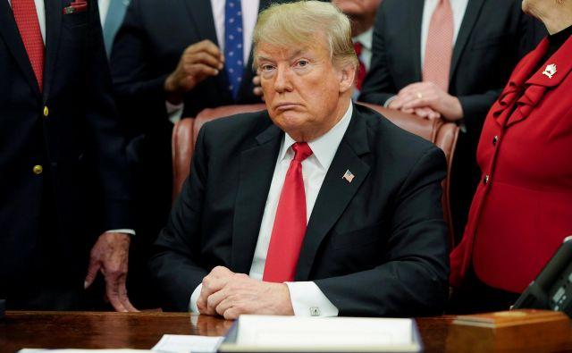 Anketa organizacije Fact Checker je ugotovila, da Trumpovim izjavam verjame okoli 30 odstotkov Američanov. FOTO: Joshua Roberts/Reuters