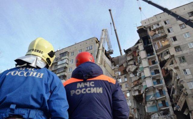 Do eksplozije, ki je uničila ali poškodovala 48 stanovanj, je prišlo na zadnji dan minulega leta. FOTO: Reuters