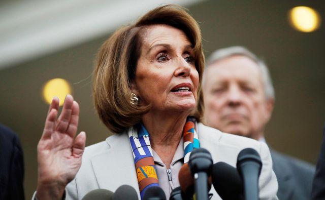 Demokratka Nancy Pelosi je znova na čelu poslanskega doma ameriškega kongresa, kar je napoved serijo preiskav, naperjenih priti predsedniku države. Foto Reuters