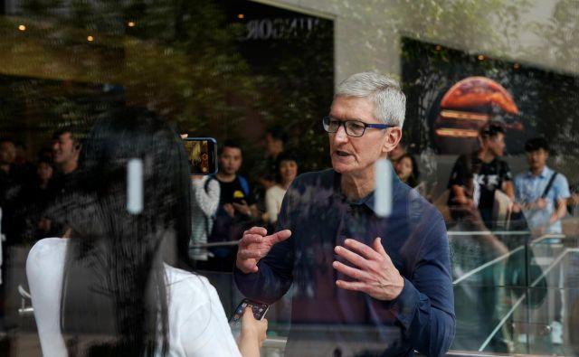 Applov izvršni direktor Tim Cook ni pričakoval takšne upočasitve prodaje na velikem kitajskem trgu. FOTO: Reuters