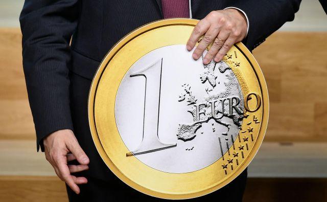 Zaupanje v evro je 20 let po uvedbi je še vedno močno. 1. januarja 1999 je sicer obstajal zgolj kot virtualna denarna enota v finančnih transakcijah.<br /> Foto AFP