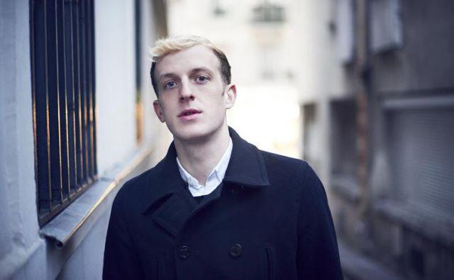Édouard Louis se je rodil leta 1992 v zahojenem Hallencourtu, ljudem s socialne periferije, negovalki in delavcu. FOTO: Arnaud Delrue