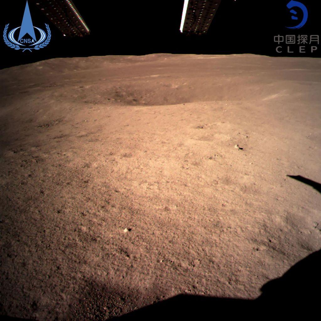 FOTO:To so fotografije s skrivnostne oddaljene strani Lune (VIDEO)