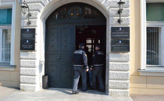 Dursuma Brkovića so na novomeško sodišče pripeljali iz pripora. FOTO: Tanja Jakše Gazvoda