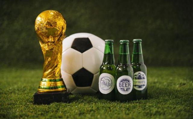 Na nogometnem SP v muslimanskem Katarju bosta žoga in pivo združljiva pojma, a bosta uporabnike drago stala. FOTO: FREEPIK