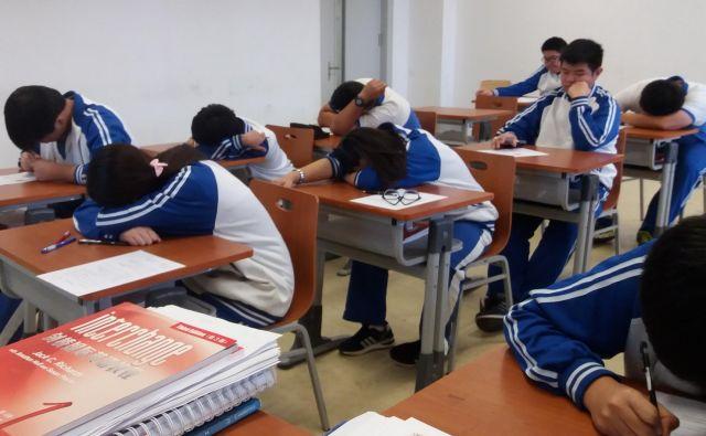 Alarm v uniformi se oglasi tudi, če dijak zaspi med poukom. FOTO: Shutterstock