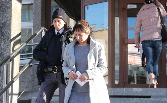 Gloria Kleindienst ni priznala krivde za povzročitev posebno hudih telesnih poškodb, zaradi katerih je umrl jeseniški brezdomec. FOTO: Špela Ankele