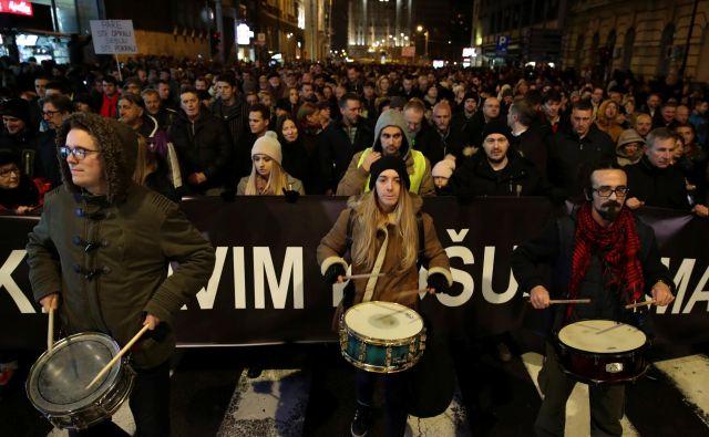 V srbski prestolnici se bo po napovedih danes spet zbralo več tisoč ljudi na protestu proti predsedniku Aleksandru Vučiću. Foto Reuters