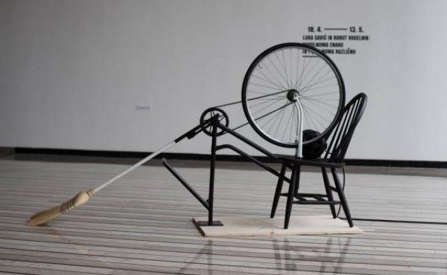 Nefunkcionalno kolo z metlo FOTO Ana Zibelnik