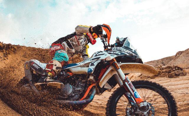 Simon Marčič se je na Dakar nedavno pripravljal tudi na Rabu. FOTO: Denis Janežič