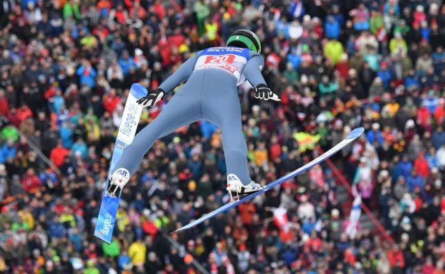 Timi Zajc skakalnico v Bischofshofnu ocenjuje za težjo od ostalih, a ker skače dobro, težav ne pričakuje. FOTO: Barbara Gindl/AFP