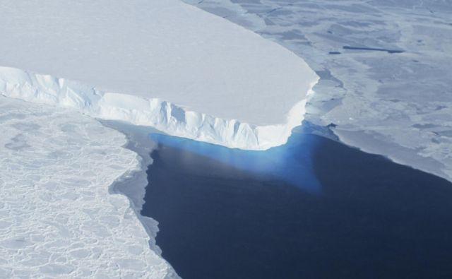 Ledenik Thwaites za seboj zadržuje celotenzahodnoantarktični ledeni pokrov. Znanstveniki so začeli preučevali, kako hitro se tali. FOTO: Reuters