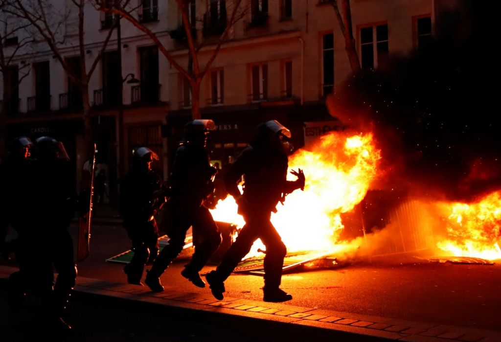FOTO:Rumeni jopiči znova na ulicah, tudi tokrat nasilni izgredi