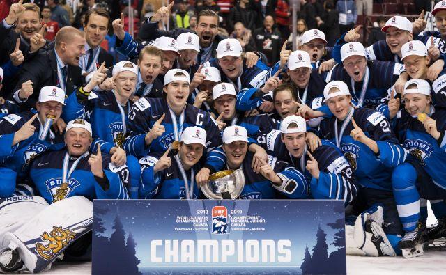 Finski hokejski upi so se petič po letih 1987, 1998, 2014 in 2016 ovenčali z naslovom mladinskih svetovnih prvakov. FOTO: AFP