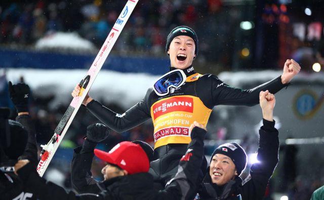 Rjoju Kobajaši je tretji skakalec s pokrom zmag na novoletni turneji. FOTO: Lisi Niesner/Reuters