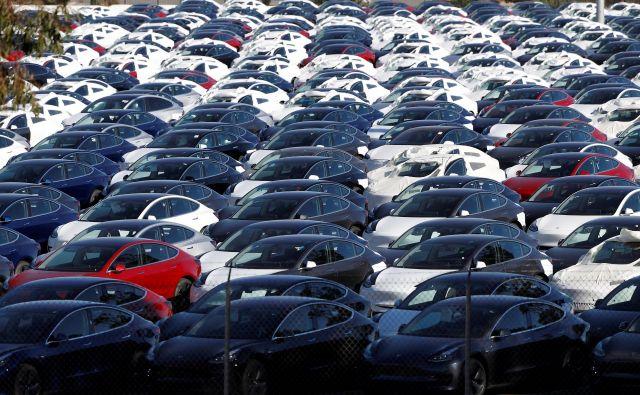 Obstajajo redke države, kjer so električni avtomobili že naredili velik bum, tudi drugod se njihov delež sicer povečuje, a so še vedno zgolj drobec v prodajnem avtomobilskem mozaiku. FOTO: Stephen Lam/Reuters